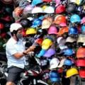 Mua sắm - Giá cả - Mũ bảo hiểm dỏm vẫn bày bán ngập phố Sài Gòn