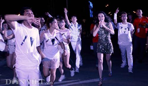 huong ho quay tung sau 'mat tich' tai carnaval - 9