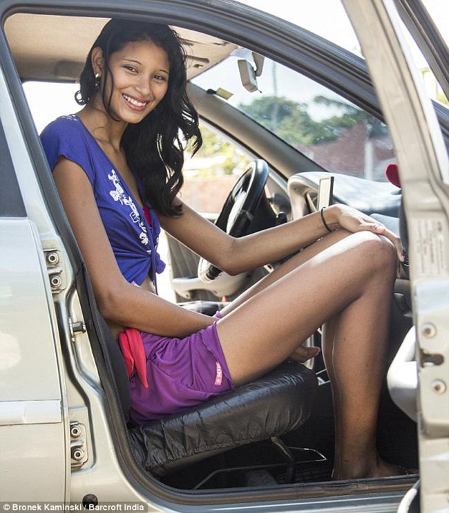 Elisany da Cruz Silva, cô gái 19 tuổi người Braxin được xác định là cô gái cao nhất thế giới với chiều cao 2,3m.