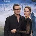 """Xem & Đọc - """"Ông bà Smith"""" tình tứ ra mắt phim Maleficent"""