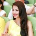 Làng sao - Á hậu Phạm Hương nổi bật với sắc vàng
