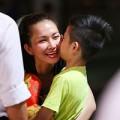 Làng sao - Kim Hiền bịn rịn chia tay chồng và con trai