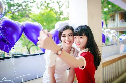 ngoc han hanh phuc ve tham truong cu - 8