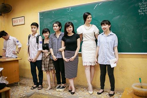 ngoc han hanh phuc ve tham truong cu - 12