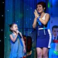 Làng sao - Con gái Thái Thùy Linh song ca cùng mẹ