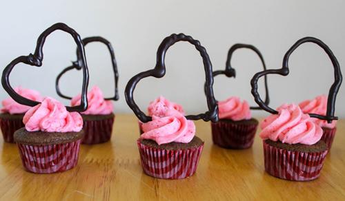 cach lam cupcake huong dau tay - 12