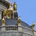 Nhà đẹp - Lâu đài gắn 6 con gà dát vàng ở Hà Nội