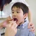 Sức khỏe - Cách đối phó viêm họng cấp tính ở trẻ