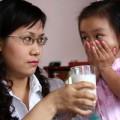 Làm mẹ - 6 KHÔNG khi cho con uống sữa