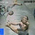 Làm mẹ - Tay không bắt trúng trẻ sơ sinh rơi từ cửa sổ