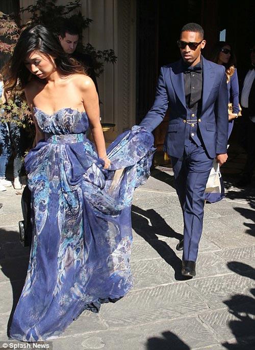 Kim 'siêu vòng 3' diện váy cưới Givenchy lộng lẫy - 13