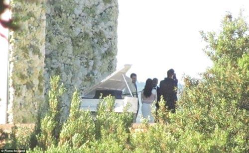 Kim 'siêu vòng 3' diện váy cưới Givenchy lộng lẫy - 4