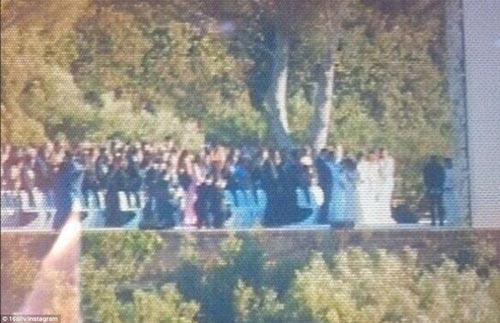 Kim 'siêu vòng 3' diện váy cưới Givenchy lộng lẫy - 7