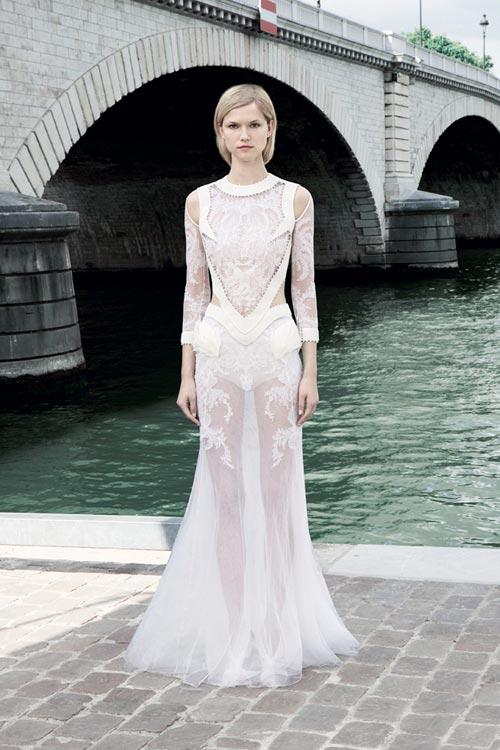 Kim 'siêu vòng 3' diện váy cưới Givenchy lộng lẫy - 5