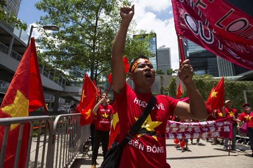 Hong Kong: Biểu tình chống giàn khoan TQ ở Biển Đông-1