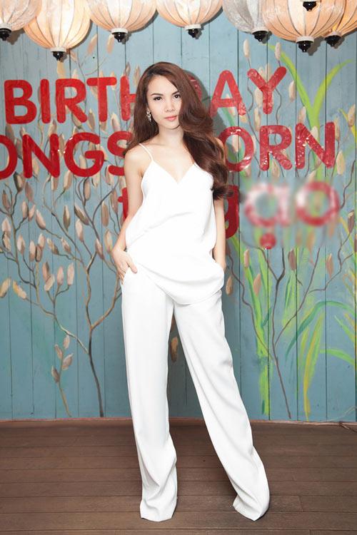 Sao Việt chống nóng bằng áo 2 dây sexy - 3