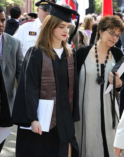 Emma Watson đẹp như tranh ở lễ tốt nghiệp-11