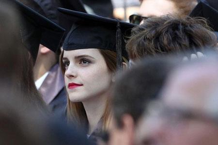 Emma Watson đẹp như tranh ở lễ tốt nghiệp-4