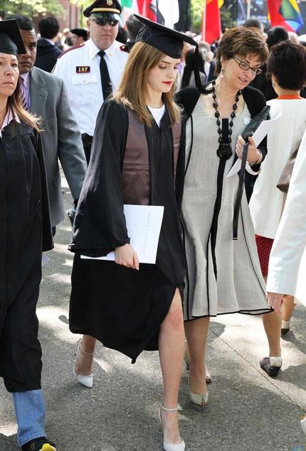 Emma Watson đẹp như tranh ở lễ tốt nghiệp-5