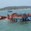 Tin tức - Tàu cá Lý Sơn bị tàu lạ đâm chìm, 2 ngư dân gặp nạn