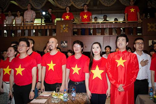 Hơn 300 nghệ sỹ Việt tự hào hát Quốc ca - 3
