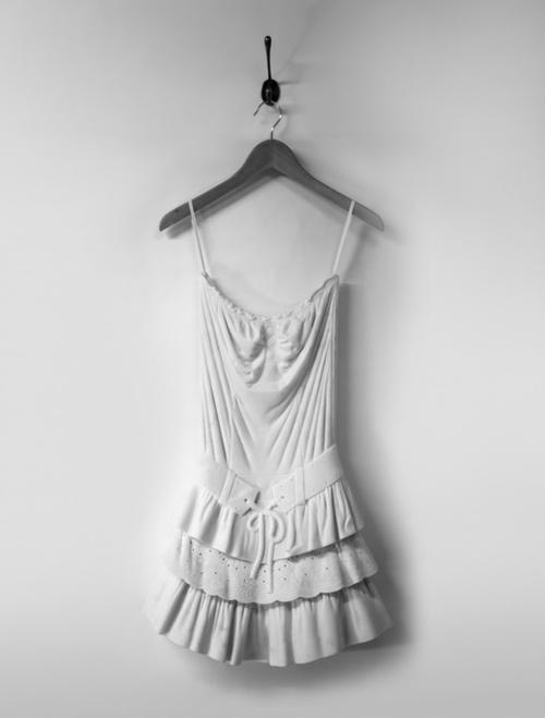 Sửng sốt váy áo siêu mềm làm từ... đá - 1