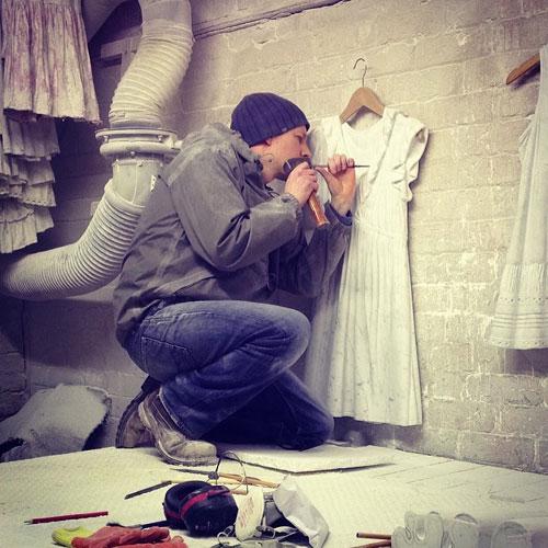 Sửng sốt váy áo siêu mềm làm từ... đá - 20