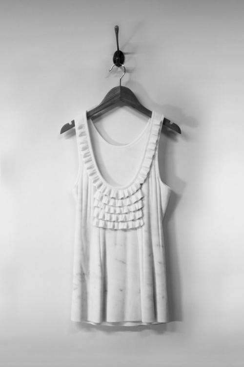Sửng sốt váy áo siêu mềm làm từ... đá - 3