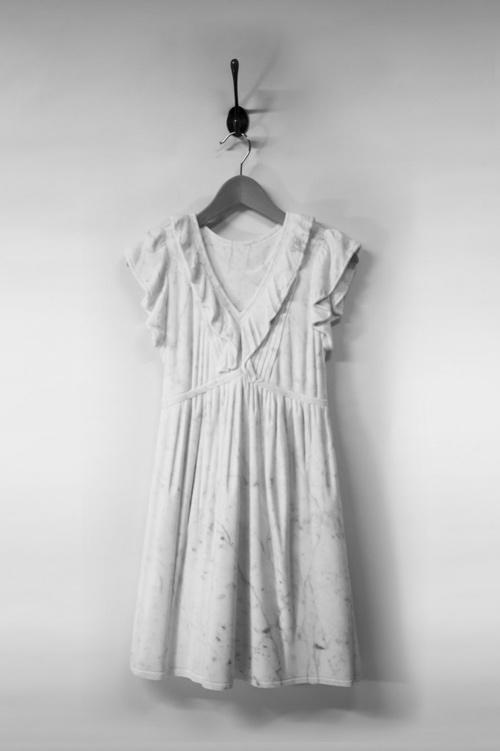 Sửng sốt váy áo siêu mềm làm từ... đá - 4