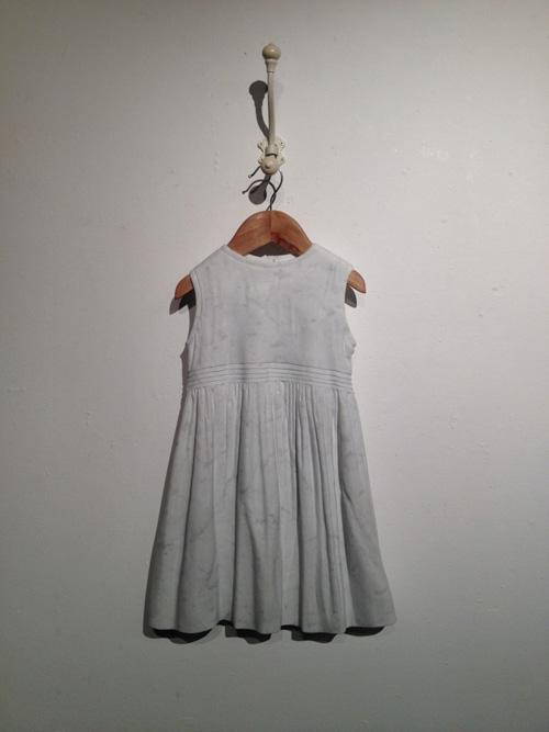 Sửng sốt váy áo siêu mềm làm từ... đá - 7