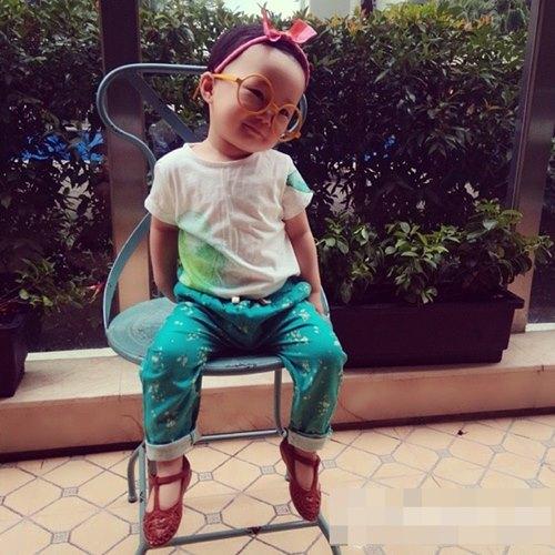 Con gái Linh Nga quá đỗi sành điệu - 15