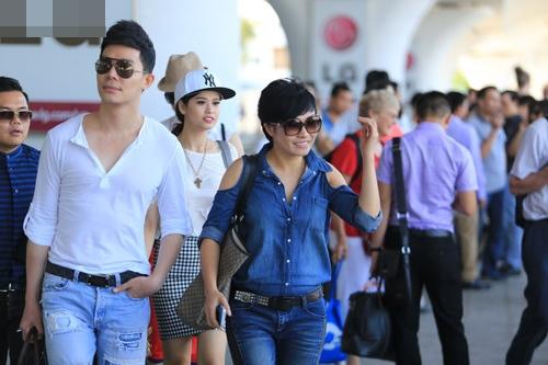 """phuong thanh, nathan lee, quynh anh gay """"nao loan"""" san bay - 11"""