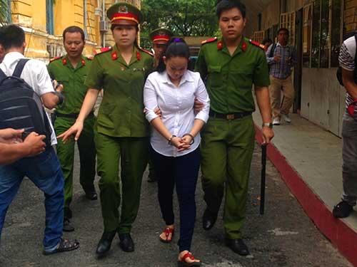 Con trai bảo mẫu cười tươi khi mẹ bị tuyên án-2
