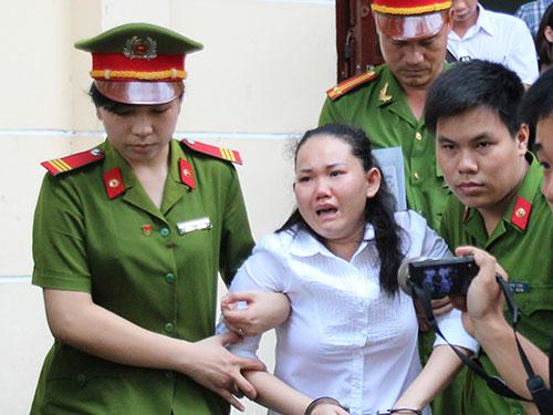Con trai bảo mẫu cười tươi khi mẹ bị tuyên án-9