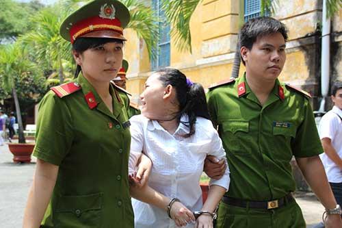 Con trai bảo mẫu cười tươi khi mẹ bị tuyên án-10