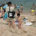 Tin tức - Choáng váng bãi biển ngập rác ở TQ