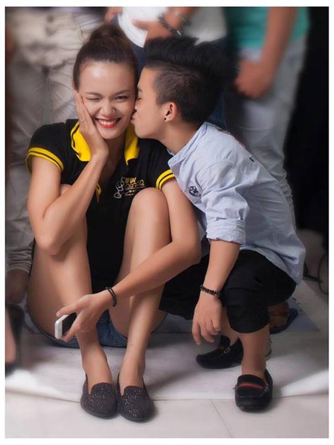 Câu chuyện tình cổ tích của chàng trai Trần Xuân Tiến cao 1m26 và cô nàng người mẫu Lê Thanh Thảo 1m75 đã từng đốn tim biết bao người bởi sự lãng mạn và diệu kì. Nó chứng minh một chân lí, chỉ cần có tình yêu, mọi khoảng cách đều là vô nghĩa.