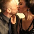 Làng sao - Phương Vy bất ngờ khoe ảnh hôn bạn trai Tây