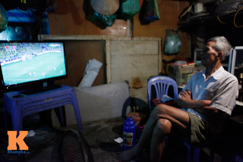 nguoi ha noi trang dem xem world cup - 11