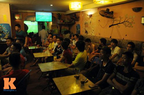 nguoi ha noi trang dem xem world cup - 13