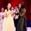 """Làng sao - Con gái Mỹ Linh cùng mẹ hát """"Tự nguyện"""""""
