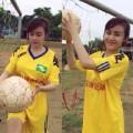 Làng sao - Bà Tưng làm cầu thủ xinh đẹp trên sân bóng