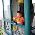 Làm mẹ - Muôn 'chiêu' bảo vệ con ở nhà cao tầng
