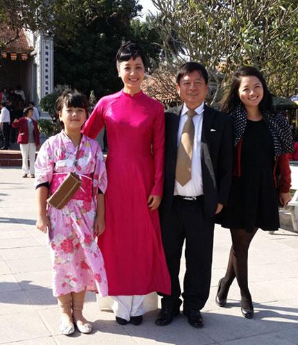 chieu xuan: hanh phuc vi chong khong dinh kien - 1