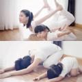 Làm mẹ - Bé Việt tập yoga cùng mẹ đẹp như mẫu