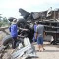 Tin tức - Tàu hỏa tông xe tải, 1 người nguy kịch