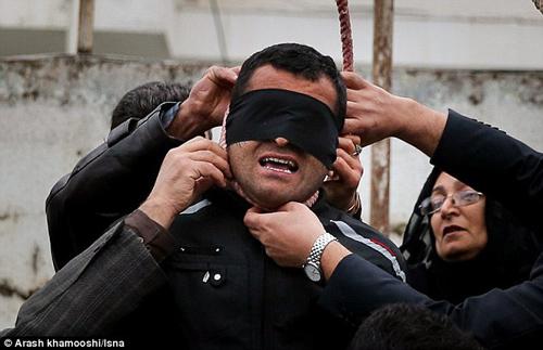 iran: co dau nho bi treo co vi giet chong - 1