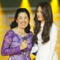 Làng sao - Mẹ Minh Thư lần đầu song ca cùng con gái