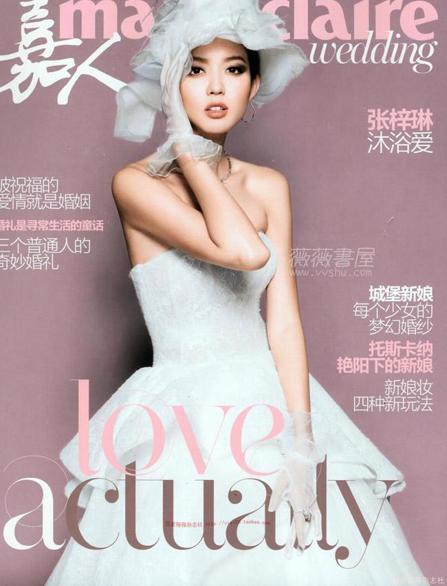 Dù đã kết hôn được 1 năm, nhưng đến nay, cựu hoa hậu thế giới Trương Tử Lâm vẫn khoác lên mình chiếc áo cưới làm tân nương rực rỡ.
