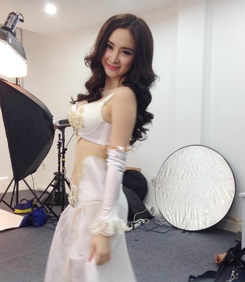 angela phuong trinh khoe vong mot nong bong - 4